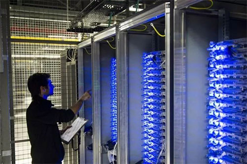 在选择香港服务器配置时,高性能香港服务器一定更好吗?